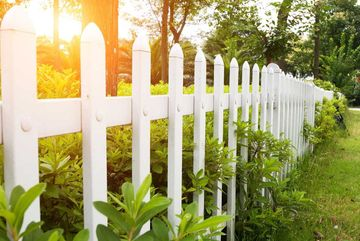 garden fence decorating